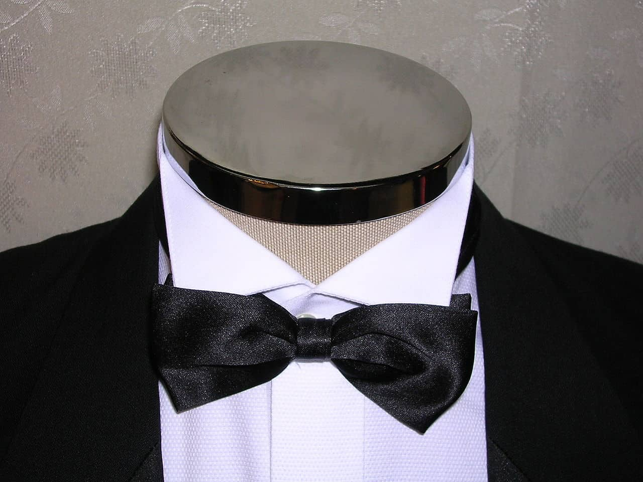 wingtip collar with bow tie